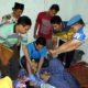 Proses evakuasi korban gantung diri di Desa Nglebo Suruh