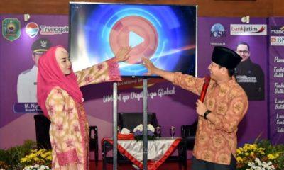 Bupati Trenggalek beserta istri membuka pameran produk UMKM di Pendopo Manggala Praja Nugraha