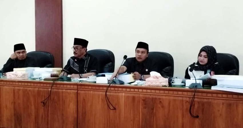 Ketua DPRD Kabupaten Trenggalek, Samsul Anam saat memimpin rapat Banggar