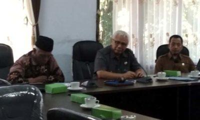 (Dari kiri) Wakil Ketua Komisi I DPRD Trenggalek Guswanto, Ketua Komisi I DPRD Trenggalek Mohammad Husni Tahir Hamid