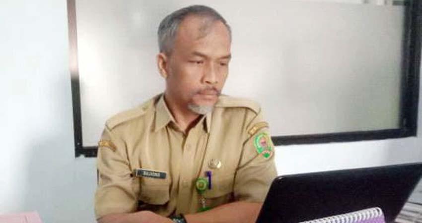 Humas RSUD Dr Soedomo Kabupaten Trenggalek, Sudjiono saat ditemui di ruang kerjanya. (mil)