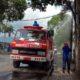 Mobil pemadam kebakaran di Kabupaten Trenggalek semprotkan disinfektan ke sejumlah kawasan kota