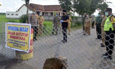 Bupati Trenggalek bersama Forkopimda meninjau lokasi pembatasan wilayah Trenggalek- Tulungagung di Desa Malasan Kecamatan Durenan