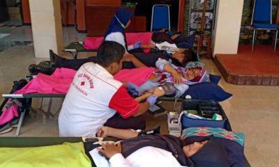Pengambilan donor darah indoor oleh PMI Trenggalek. (ist)