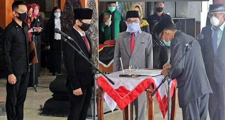 Bupati Trenggalek saat melantik 38 pejabat di pendopo Manggala Praja Nugraha Trenggalek. (ist)