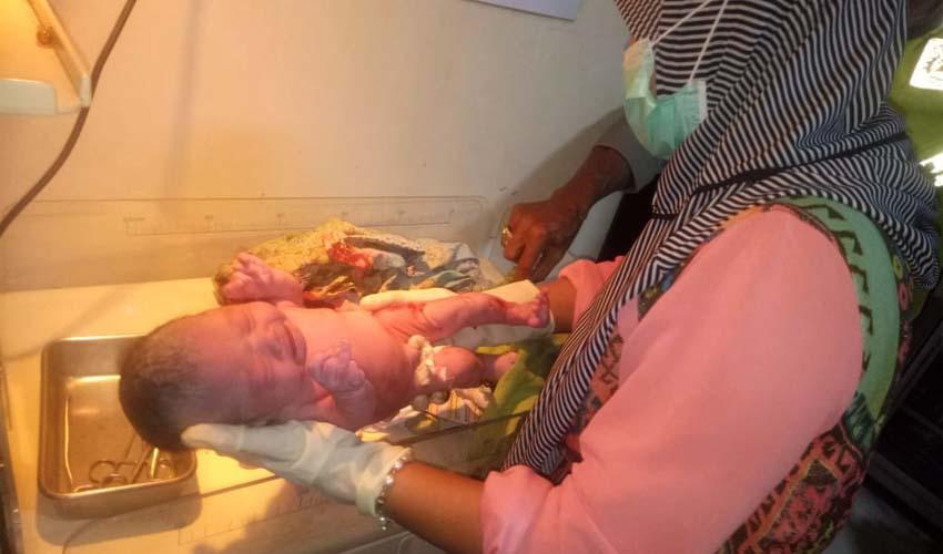 Kondisi bayi laki-laki yang ditemukan usai mendapat penanganan medis. (ist)