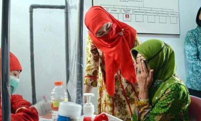 Novita Hardiny saat saat membuka sosialisasi screening mata di aula Kantor Kelurahan Sumbergedong