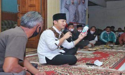 PRODUKSI PUPUK: Calon bupati Trenggalek nomor urut 2, Mochamad Nur Arifin saat mengajak para petani memproduksi sendiri pupuk organik.