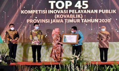 Pjs Bupati Trenggalek Pjs Bupati Benny Sampirwanto (no.2 dari kanan) saat menerima penghargaan di Kota Batu.