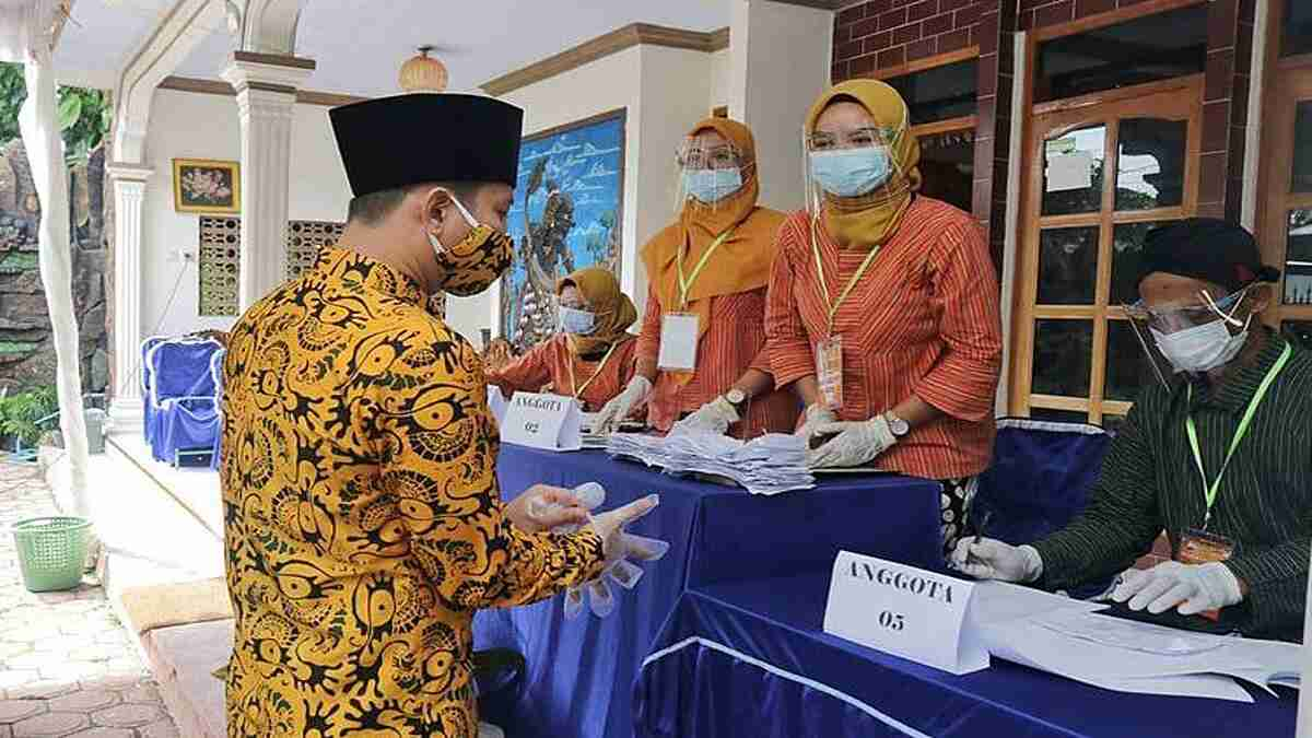 Bupati dan Wakil Bupati Tinjau Pelaksanaan Pilkades Serentak 2021 di Sejumlah TPS